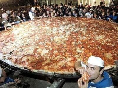 Renonçant à organiser l'EVG, il tente le défi pizza