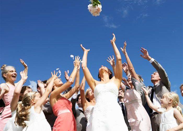 lancer le bouquet de mariée